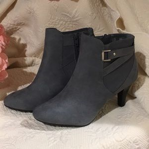 NWT Dexflex Comfort Gray Ankle Boots Heels Size 8
